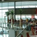 Buntes Treiben am Airport Weeze:    Neueröffnung des Reisemarktes   am 18. April